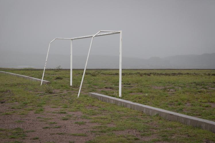 Der Versuch, ein Feldweg nach Nuevo Ideal zu nehmen, schlug fehl. Ich landete bei strömenden Regen auf einem verlassenen Fussballplatz
