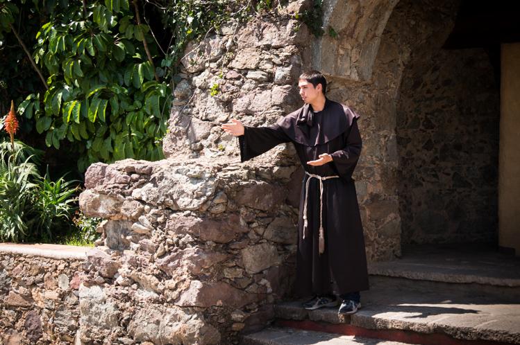 In der Silberstadt Guanajuato habe ich eine Rundtour durch die Stadt gebucht. Hier führt ein Student durch ein Museum zur  Inquisition.