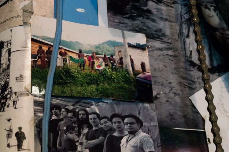 Fotos an den Wänden..